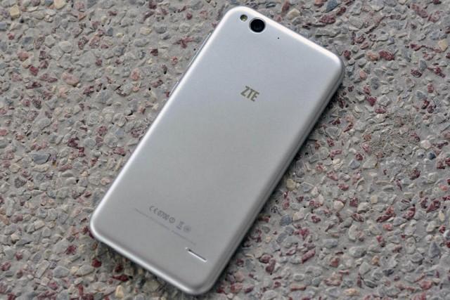 ZTE Blade S6 на фото