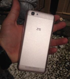 ZTE Blade A610 на фото в руках