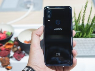 Фото смартфона ZTE Axon 9 Pro