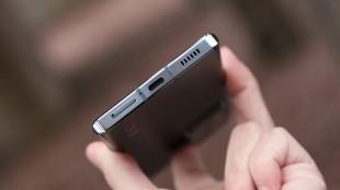 Нижний торец смартфона ZTE Axon 30 Ultra 5G